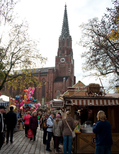 Auer Dult, Munich's Thrice-Yearly Household Goods Market at Mariahilfplatz