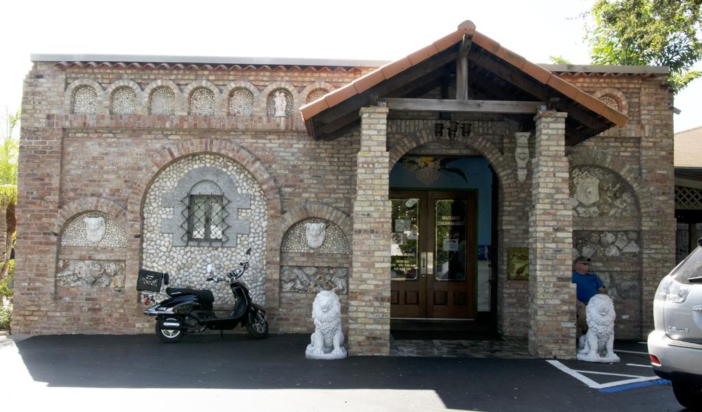 mazzaro-main-entrance