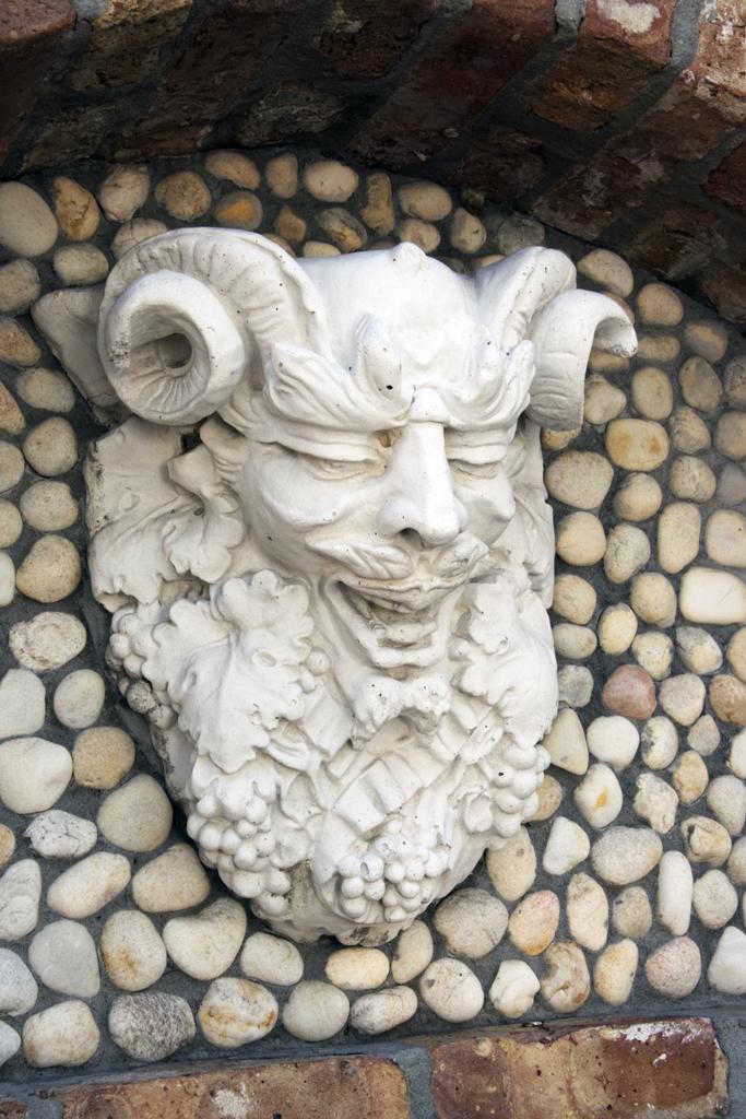 grotesque-sculpture